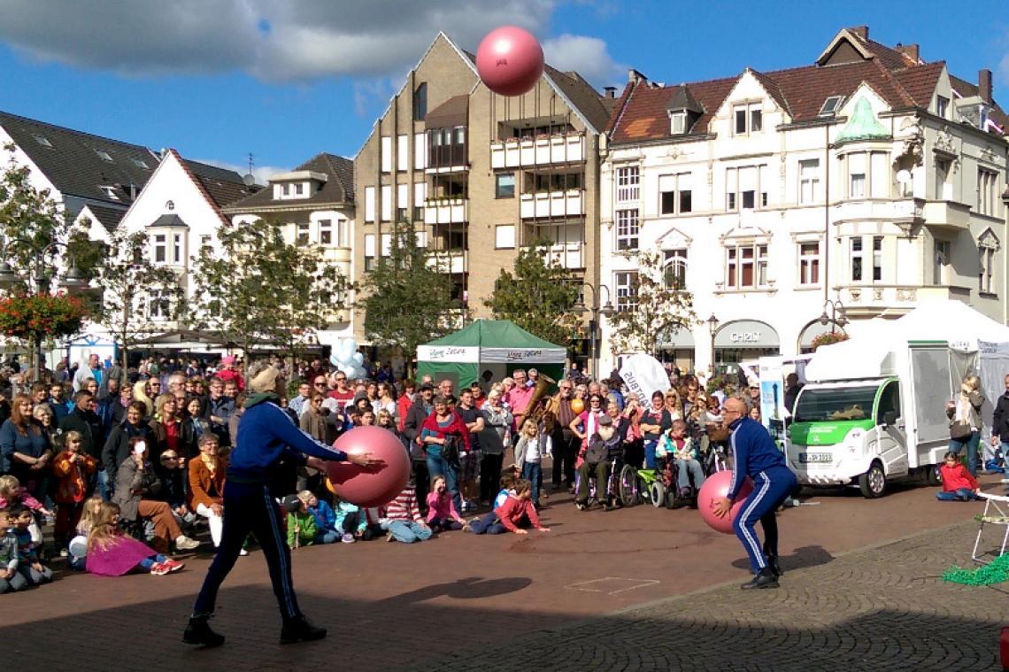 Straßenkünstler-Festivals KRAWALLI-Entertainment ist auch Veranstaltungsdienstleister. Künstlervermittlung, Veranstaltungskonzepte und sogar Straßenkünstler-Festivals werden zuverlässig umgesetzt.