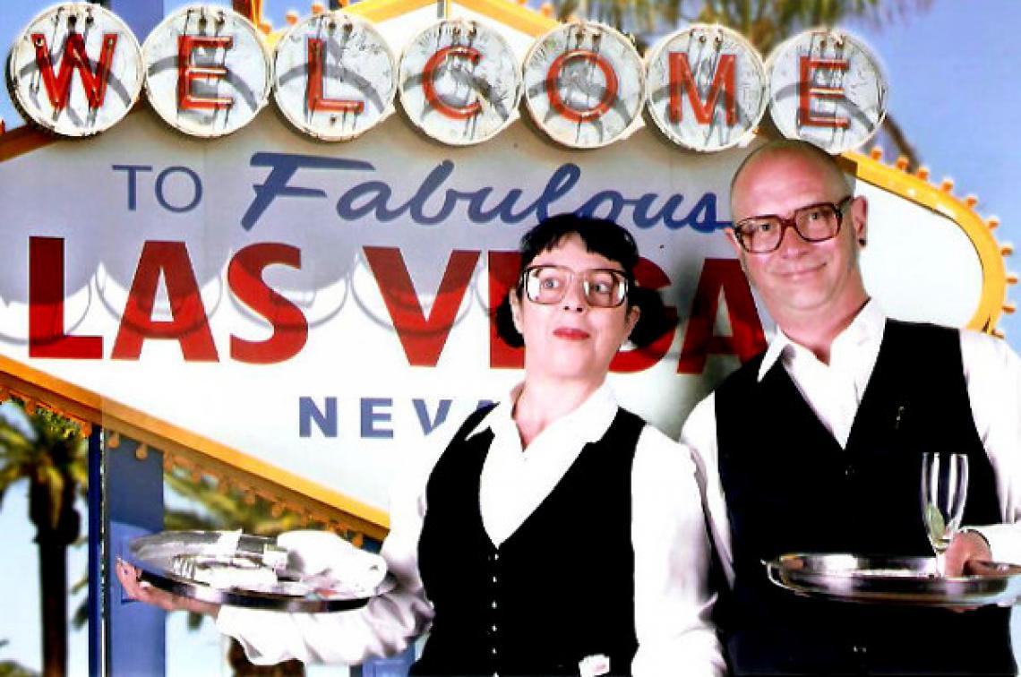 """Kellner-Duo Ilse und Willi Kellnercomedy mit anschließender Jonglageshow bietet ein """"abendfüllendes"""" Programm für Betriebs- und Weihnachtsfeiern."""