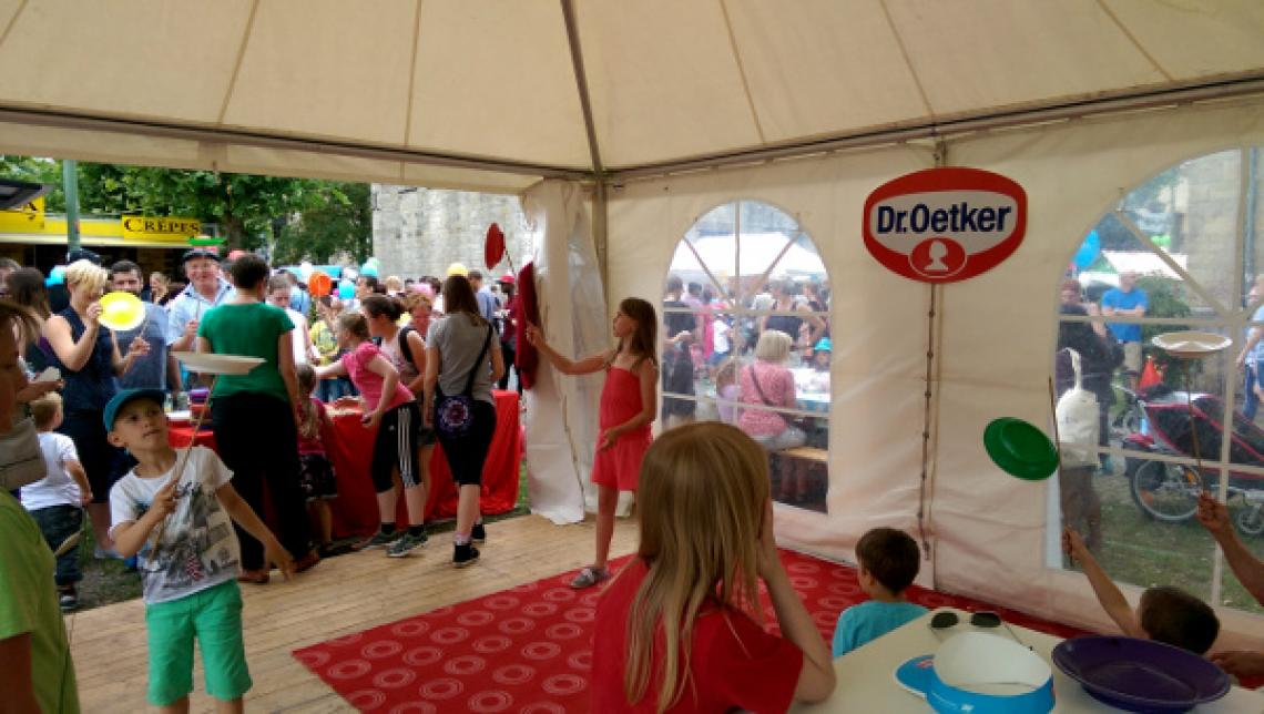 Mitmach-Zirkus Der Mitmach-Zirkus kann als offenes Mitmachangebot kleine und große Gäste bei Veranstaltungen begeistern. Zahlreiche Jonglierrequisiten stehen zur Verfügung!