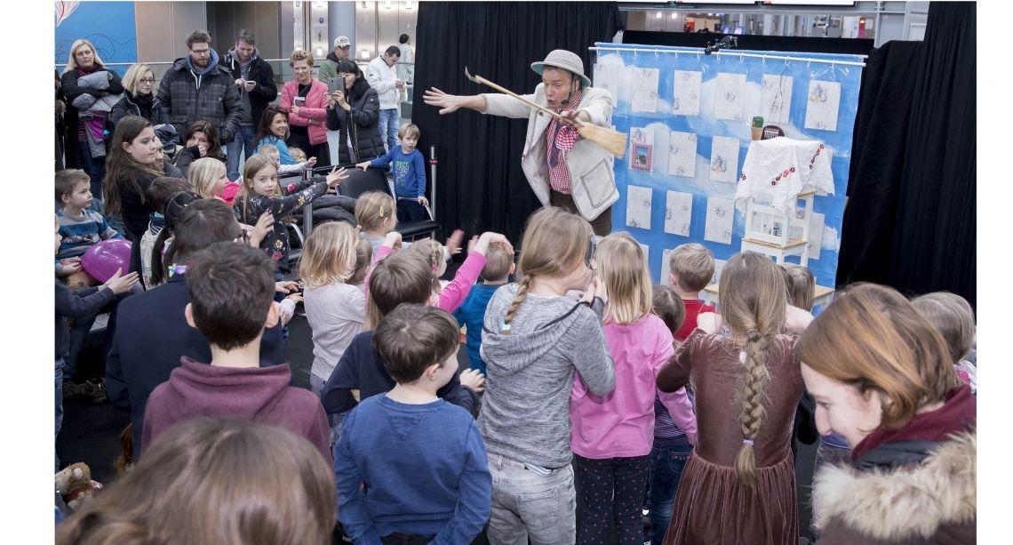 Herr Pöppenkötter macht eine Freude Eine Komödie für Kinder und ihre Familien über den Mut aufzubrechen und neue Herausforderungen zu suchen. zum Mitspielen selbstverständlich.