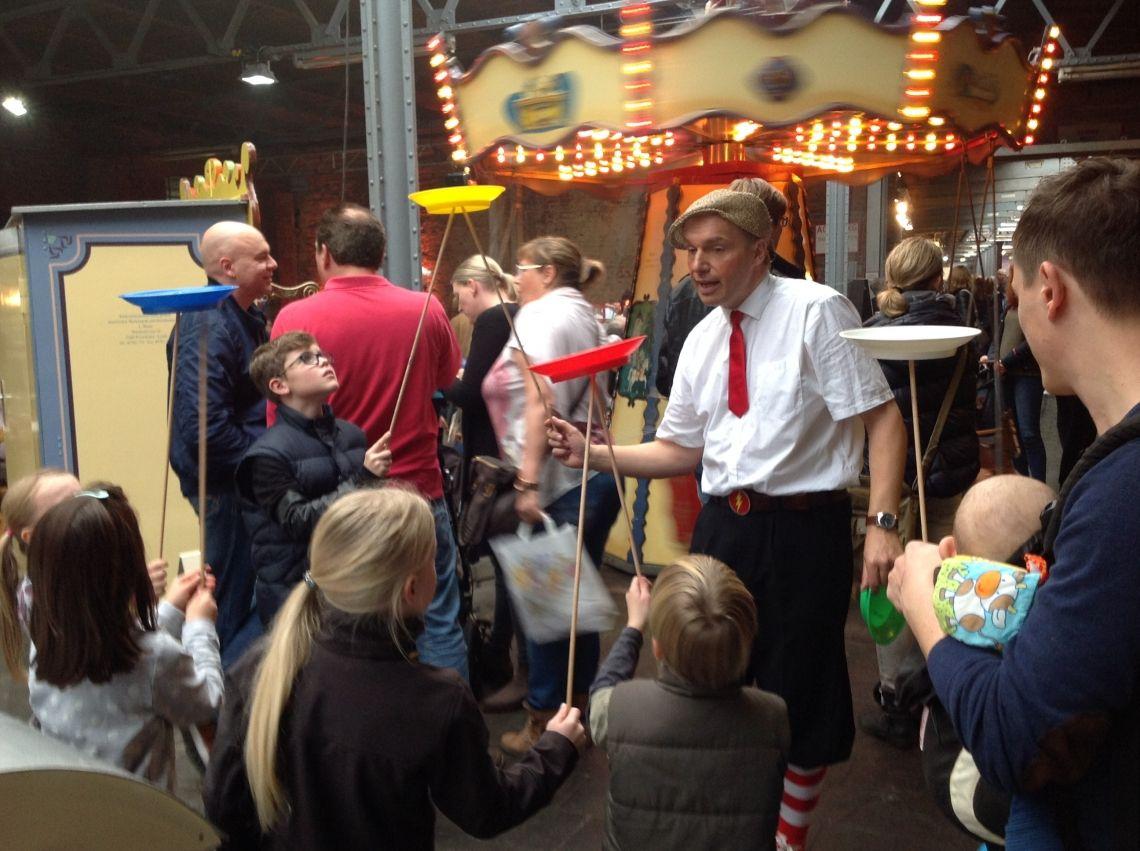 Die Sauresani-Zirkus-Schule in Aktion