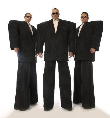 Die Gentlemen Einige halten sie für Machos, andere für Mafiosi. Manche halten sie sogar für Bodyguards.
