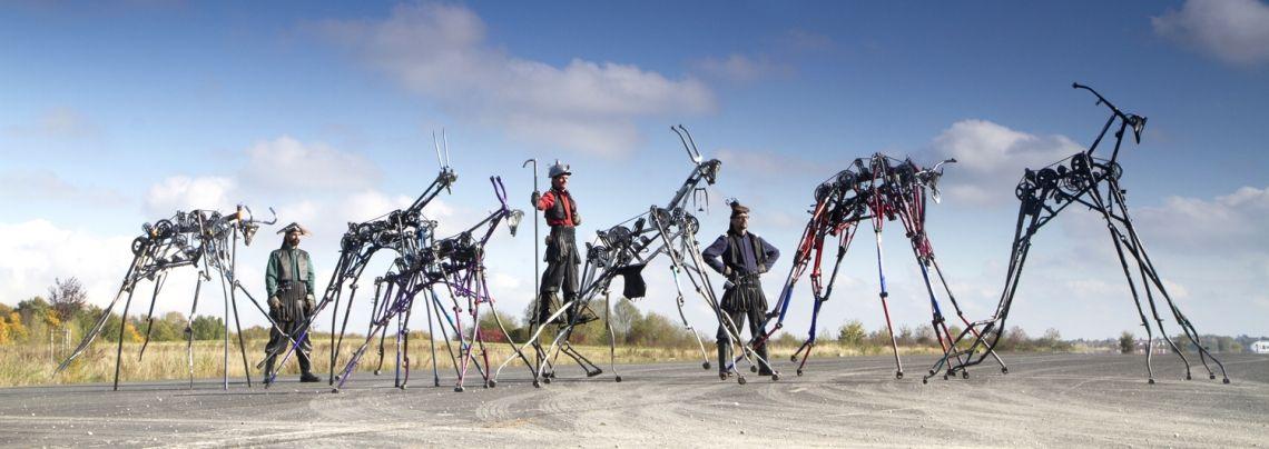 Die Herde der Maschinenwesen Die Herde der Maschinenwesen ist eine lebendig  gewordene Installation aus recycelten Fahrrädern. Sie  visualisiert die gelungene Verbindung von technischem Fortschritt und Upcycling in Zeiten knapper Ressourcen. Denkanstöße zu den Themen Technik, Robotik, Elektromobilität, Nachhaltigkeit und Zukunft.