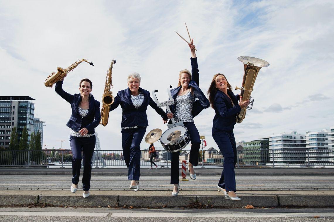 BrassAppeal - besondere Konzerte mit einer mobilen Band erleben Besondere Musik für besondere Menschen an besonderen Orten  Sie sind Konzertveranstalter oder planen ein Festival? Wir lieben es, Konzerte zu spielen; unplugged oder verstärkt, von einer Bühne oder mitten im Publikum.