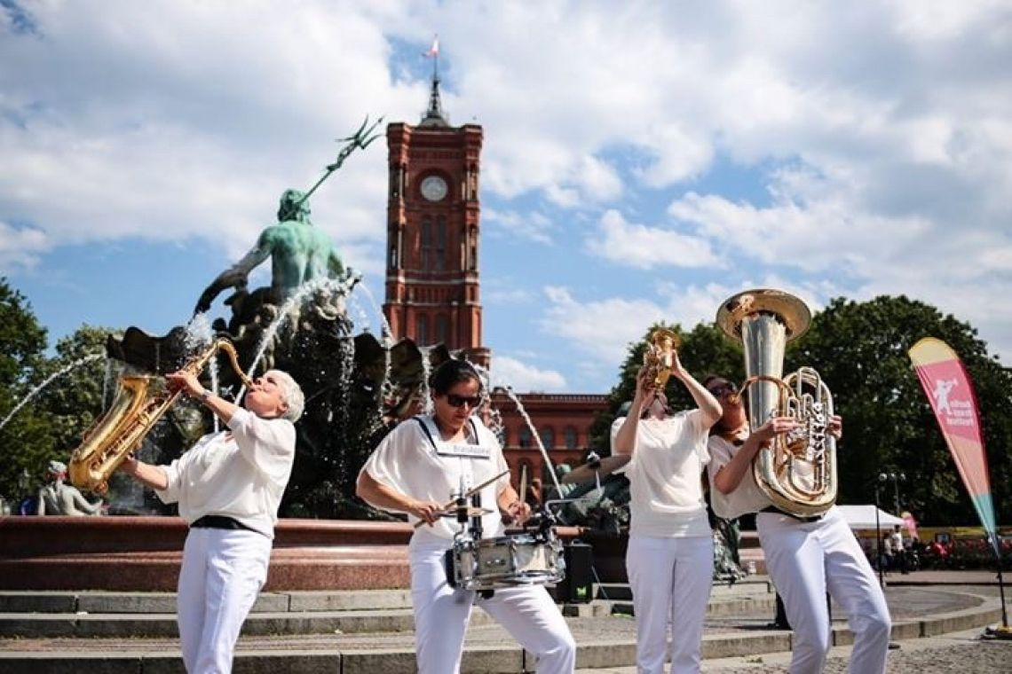 BrassAppeal - Strassenmusik witzig weiblich wunderbar