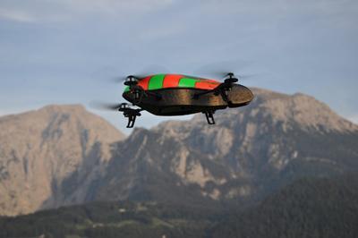 Die neue AR.Drone Parrot Die neue AR.Drone Parrot ist ein Hightech Miniatur Flugroboter, den Sie per iPhone durch die Lüfte geleiten werden.