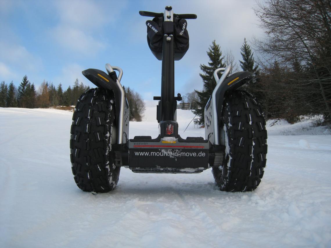 Segway im Winter  Auch im Winter bieten wir spezielle Schneetouren auf 2 Rädern an...