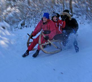 Sportlich   Winter Auch bei Schnee gehen uns die Ideen nicht aus – Rodeln, Snowtuben, Hornschlitten fahren uvw.