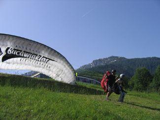 Sportlich   Aktiv Natürlich halten die Berge alle Klassiker für den Sommer, wie den Winter für Sie bereit. Dazu gehören klettern, Touren gehen, Bergwandern ebenso wie Skifahren oder Snowboarden.