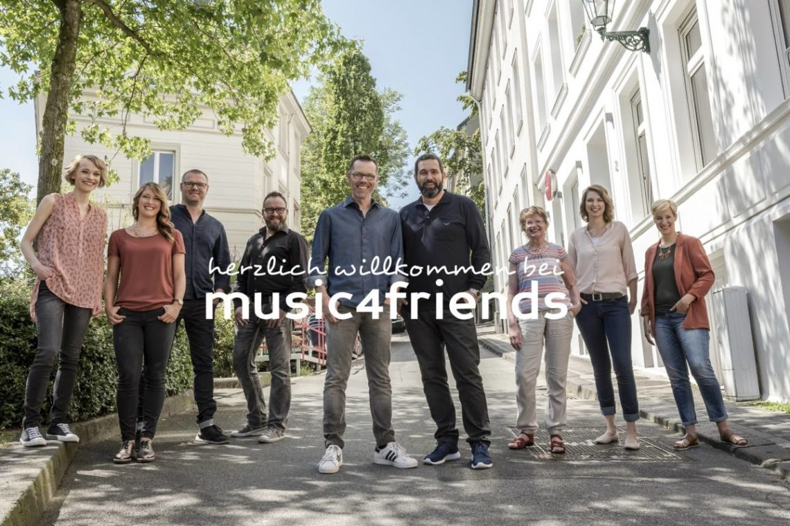 "music4friends - musiker und djs für events Herzlich willkommen beim ""Feinkostladen für Musik-Entertainment"" (EventPartner Magazin)"