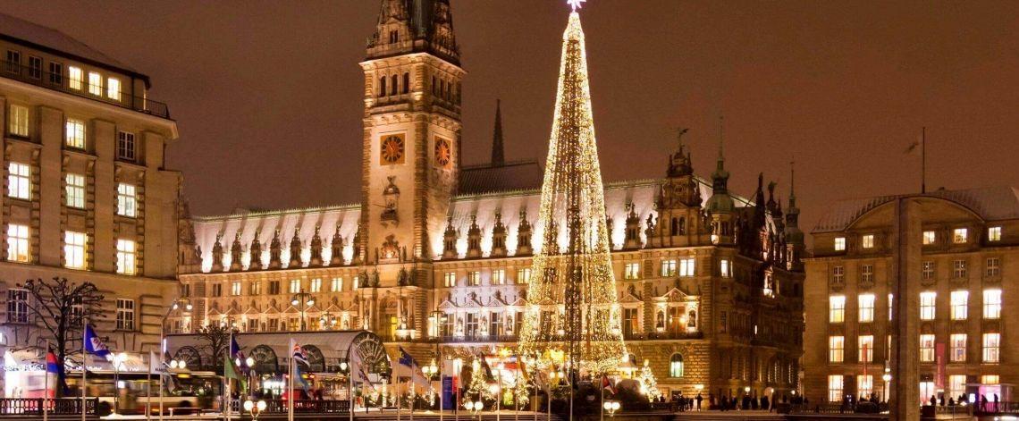 Weihnachten in Hamburg Weihnachten in der schönsten Stadt der Welt bietet Ihnen eine Vielzahl an  Möglichkeiten für Ihre Weihnachtsfeier. Wir sagen Ihnen welche das sind.