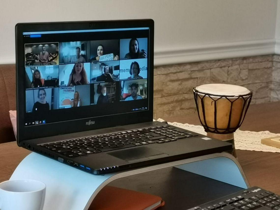 Neue Situation erfordern kreative Antworten - Drum Circle Online! Mit virtuellen Rhythmus-Events bleiben sie in Bewegung und bewegen etwas...