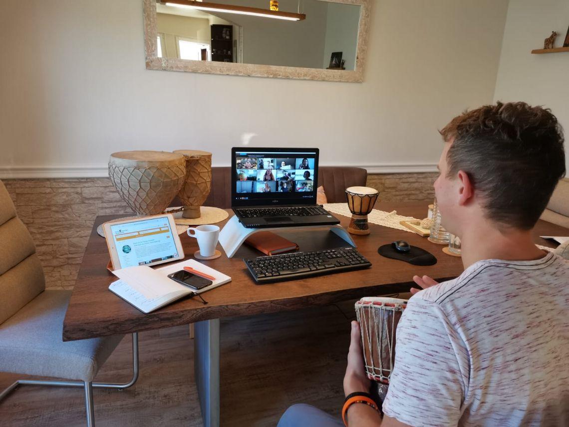 Teambuilding, Home Office, Weihnachtsfeier... Von jedem Platz der Welt können Ihre Mitarbeiter oder Gäste dabei sein.