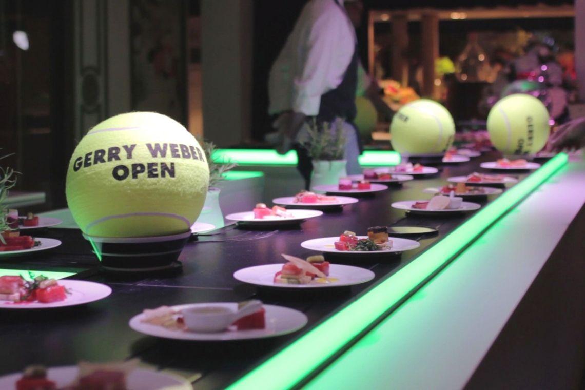 Präsentieren Sie Ihre Speisen am laufenden Band   Pre-Motion Die beweglichen Präsentationssysteme von Pre-Motion sind inspiriert vom Erfolg des Sushi-Förderbands. Alle beweglichen Systeme können bereits für nur einen Tag gemietet werden.