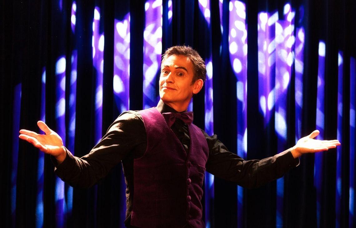Showtime! Der Pantomime Alexander Simon auf der Bühne