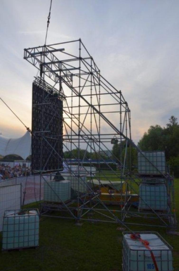 Roland Kaiser - IGA Park Rostock Traggestell für LED-Videowand (Windzone 3 Küste)