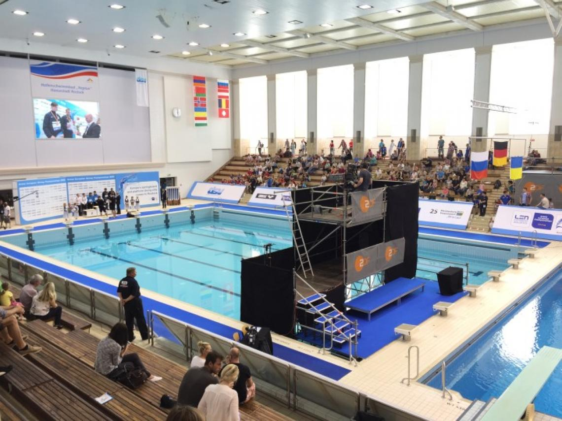 Wasserspringen Europameisterschaft - Rostock Kameraturm-Kampfgericht-Kombination in Betrieb