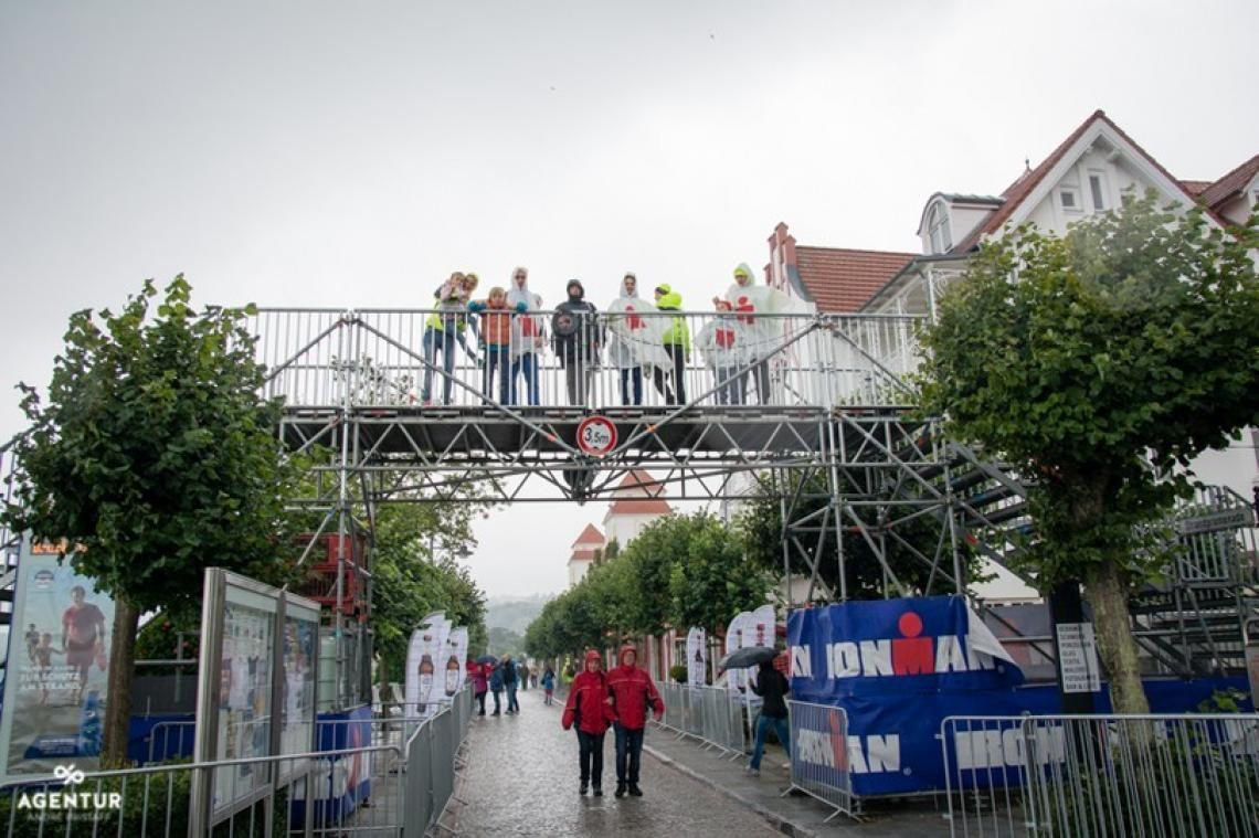Iron Man 70.3 - Binz Athletenbrücke zur Überquerung der Promenade