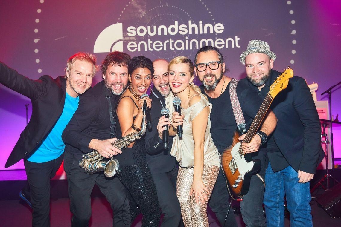 Soundshine Band, Messeband Düsseldorf, Messeband Köln, Coverband, Partyband Ihre Messeband für den Messetag oder als After Messsepartyband, swingen Sie mit und lassen Sie sich mitreissen von der Spielfreude unserer Künstler.