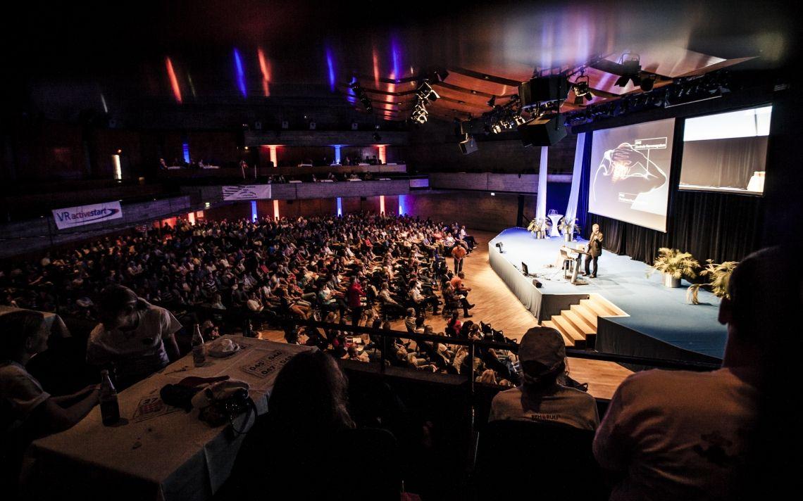 Keynote, Business-Jonglage und/oder Mitmach-Infotainment:  Stephan Ehlers begeistert seit 1995 kleine und große Gruppen