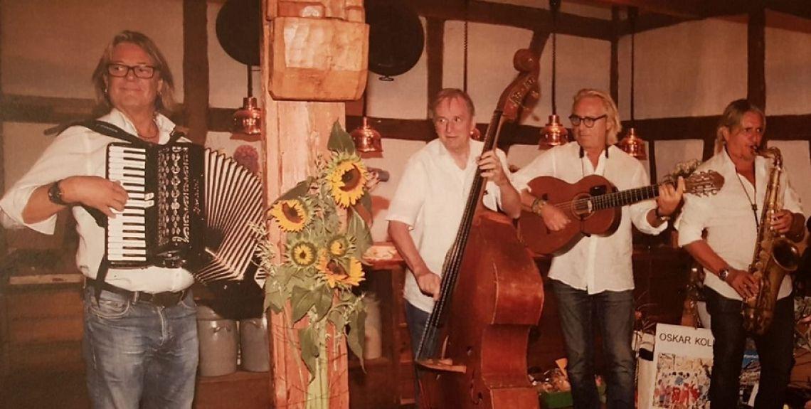 Jeanys Partyband in möglicher Besetzung als Quartett Walking-Act - die Band im Quartett sorgt für Stimmung auf einer Hochzeitsfeier