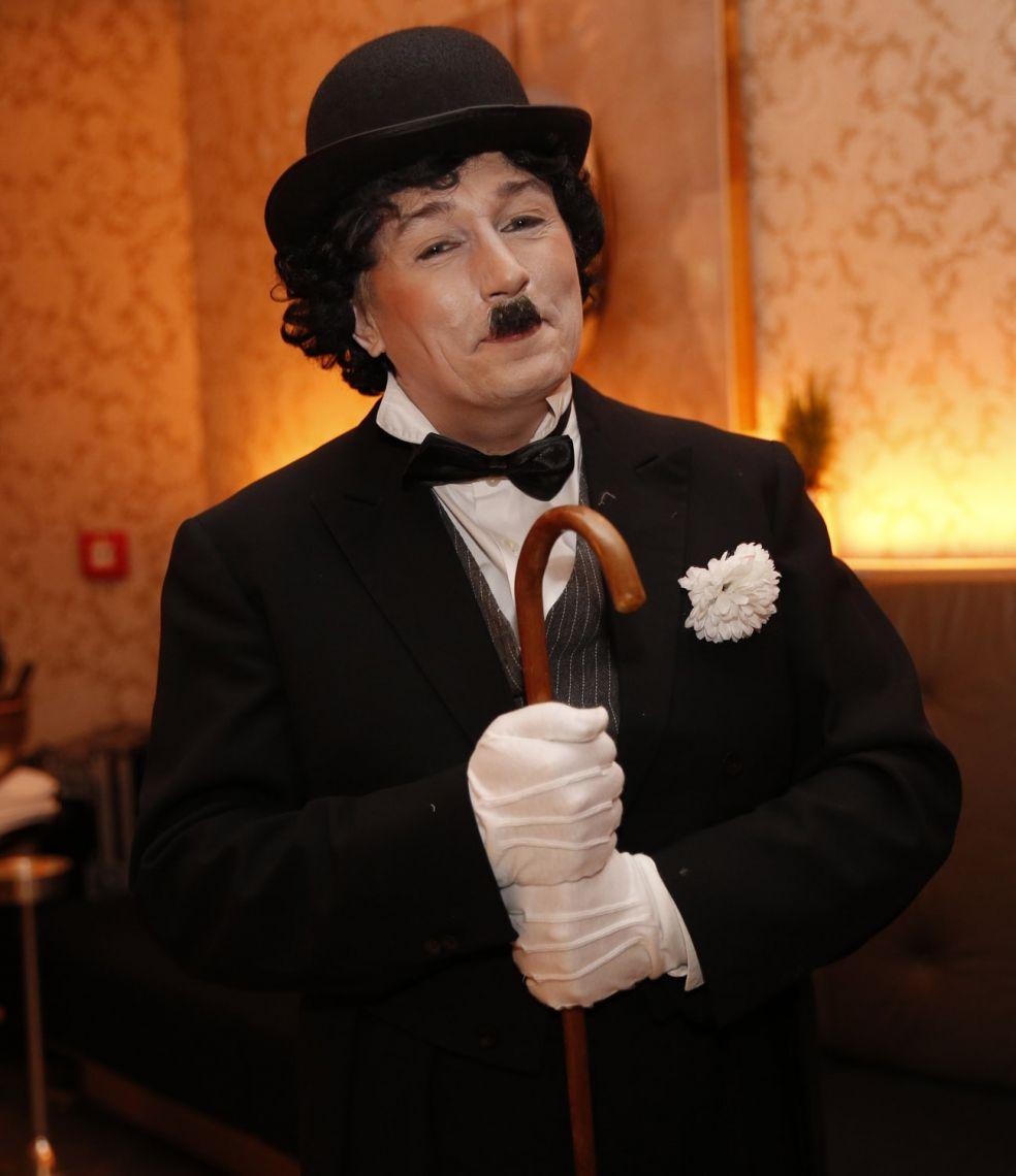 Charlie Chaplin Mit Stock, Charme und Melone