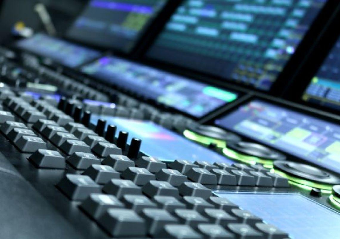 Regiepult Moderne Technik für unterschiedliche Formate verfeinern das  Angebot in der Stadthalle Troisdorf