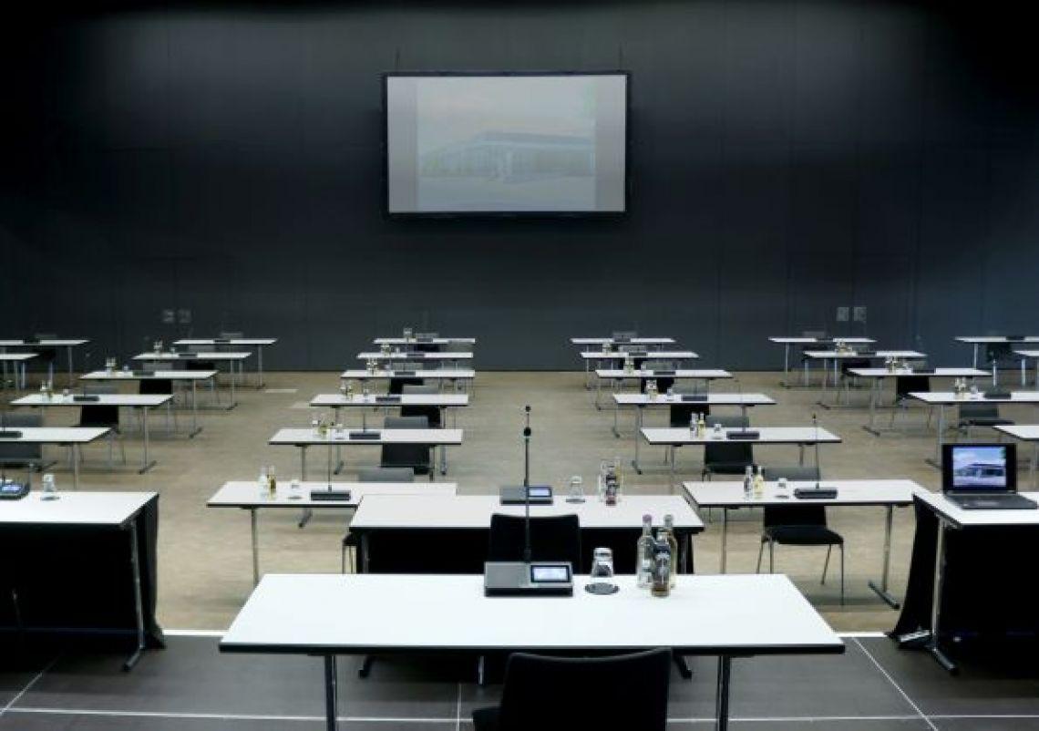 Konferenzsystem Moderne Konferenztechnik für unterschiedliche Formate verfeinern das technische Angebot in der Stadthalle Troisdorf
