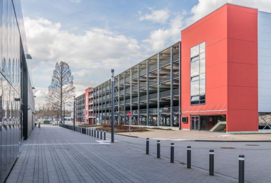Parkhaus an der Stadthalle Troisdorf Nur wenige Schritte trennen die Stadthalle Troisdorf vom großzügig geschnittenen Parkhaus.