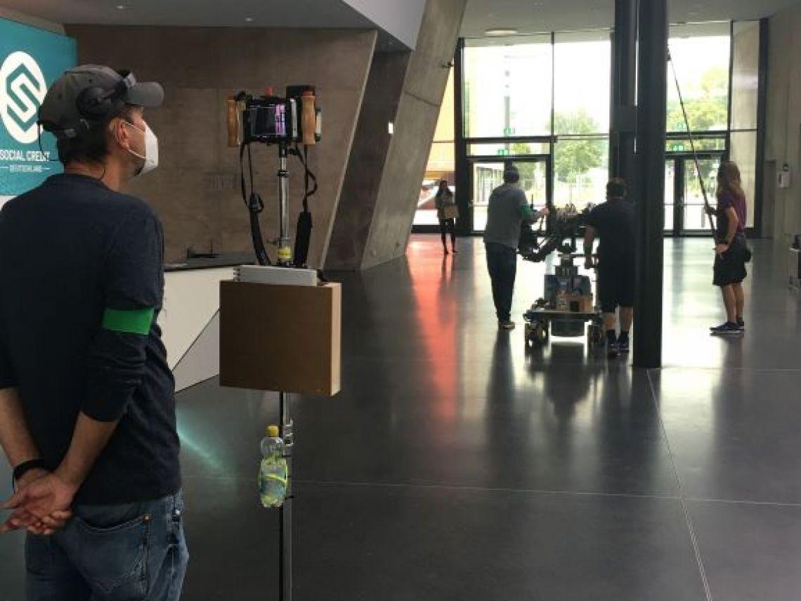 Drehkulisse im gesamten Foyerbereich der Stadthalle Troisdorf Szenendreh einer Fernsehsendung im kompletten weitläufigen Foyer der Stadthalle Troisdorf.