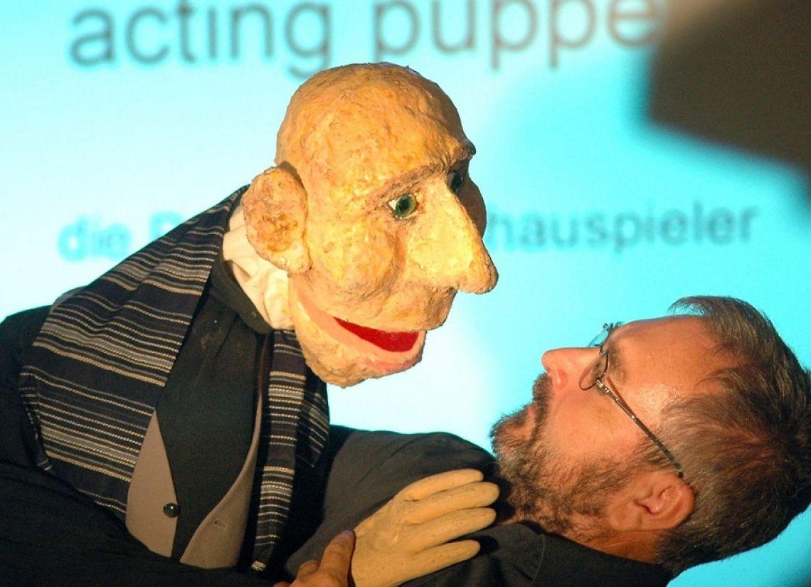 acting puppets können auch Ihre Botschafter sein! acting puppets sind animierte Figuren, aus unserem Fundus oder individuell nach ihren Vorgaben, sie sind sympathisch, humorvoll und ein bisschen frech, denn Puppen dürfen so einiges, was Menschen übelgenommen würde. Sprechen Sie uns an 02233 20 99 24