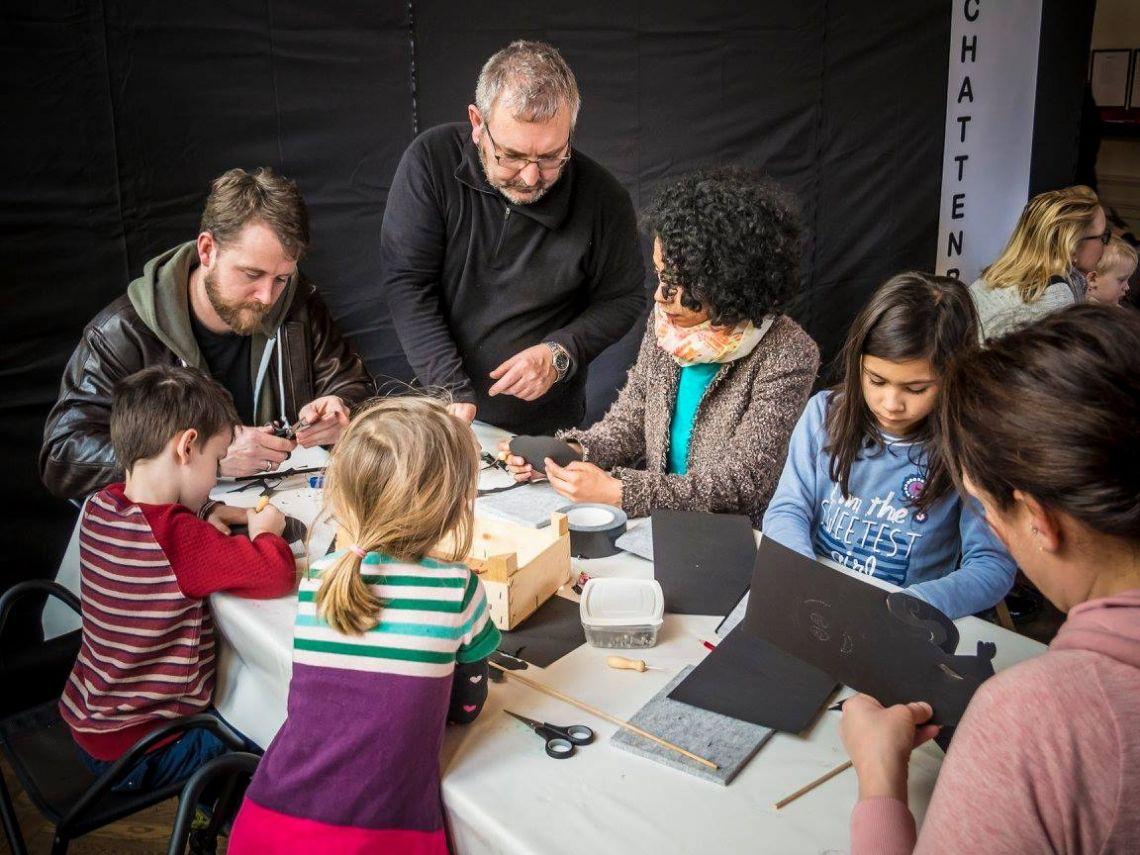 SCHATTENREICH Schattentheater-Familien-Workshop mit Rudi Strauch Kreativität zu induzieren ist meine Leidenschaft. Hier Beim DADA-Saison-Eröffnungstag im ARP-Museum, Remagen