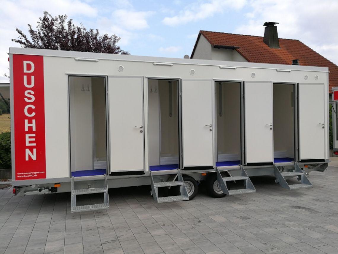 Mobiler Duschwagen  Duschtrailer mit 8 Duschen und großzügigem Umkleideraum. 4 Waschbecken separat.