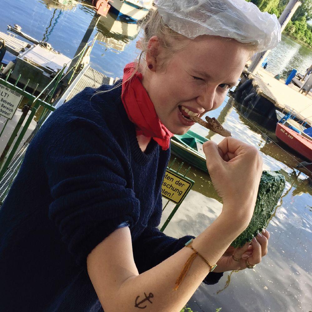 Misses Popeye im Yachthafen Wiesbaden Natürlich stilecht mit Pfeife und Spinat! ;)