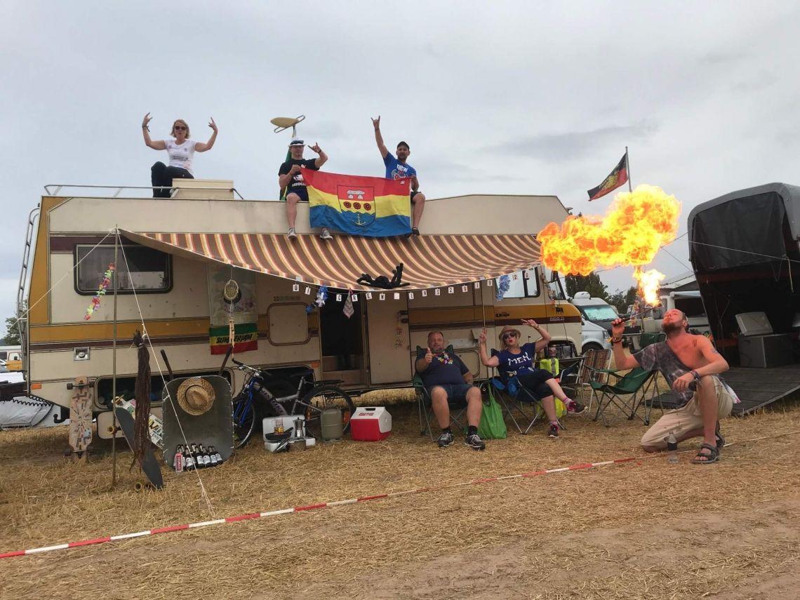 Unsere Teams brennen für unsere Hunts Und das zeigen sie auch! Wie hier beim Open Flair Festival, mit professionellem Feuerspucker.