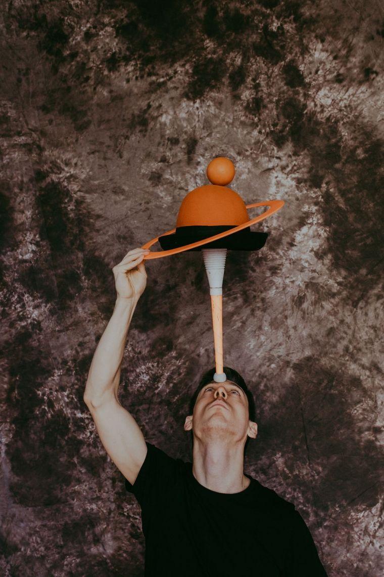 Jonglieren ist Leben Eine zeitgenössische Darbietung aus der Gattung 'Jonglerie-Poesie'