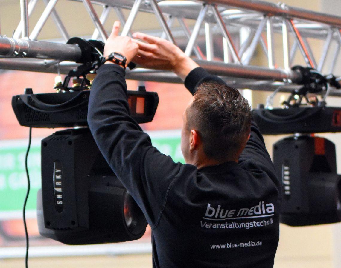 Wir beschäftigen ausschließlich qualifizierte Fachkräfte Details finden Sie unter https://blue-media.de