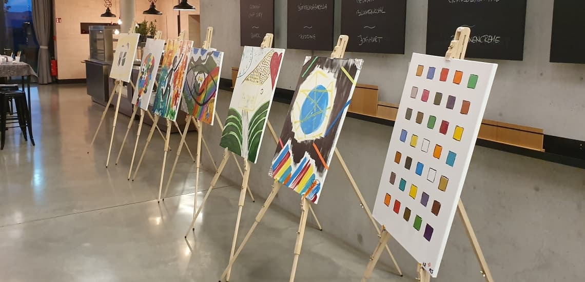 bo events Team Art Kreatives Teambuilding beim der künstlerischen Gestaltung von Unternehmenswerten mit bo events.