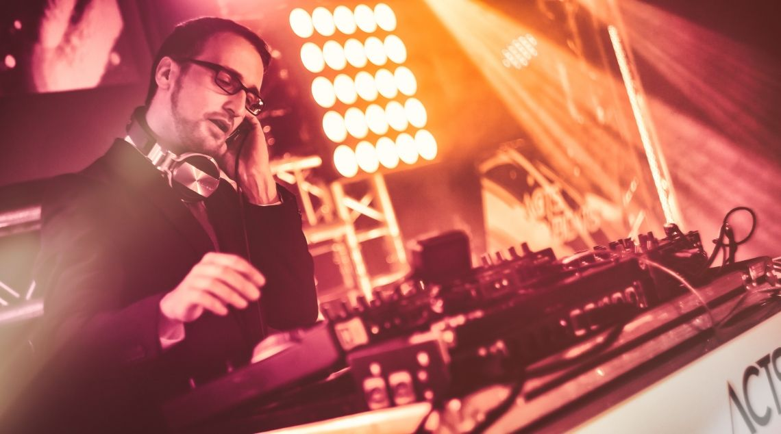 Event und Hochzeits-DJ für Hochzeiten, Geburtstage und Firmenfeiern in NRW Event und Hochzeits-DJ für Hochzeiten, Geburtstage und Firmenfeiern in NRW
