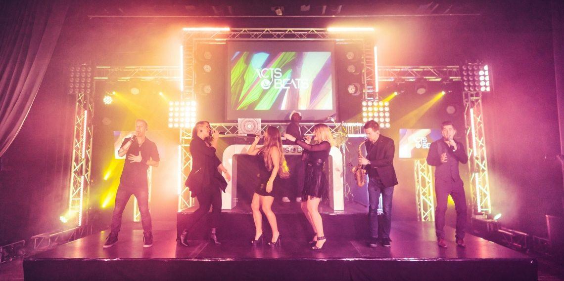Große DJ PLUS BAND für Firmenfeier, Gala und Messe Event Große DJ PLUS BAND für Firmenfeier, Gala und Messe Event