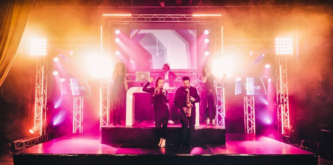 DJ PLUS MUSIKER UND BAND für Firmenfeier, Jubiläum und Messe Event in NRW DJ PLUS MUSIKER UND BAND für Firmenfeier, Jubiläum und Messe Event in NRW