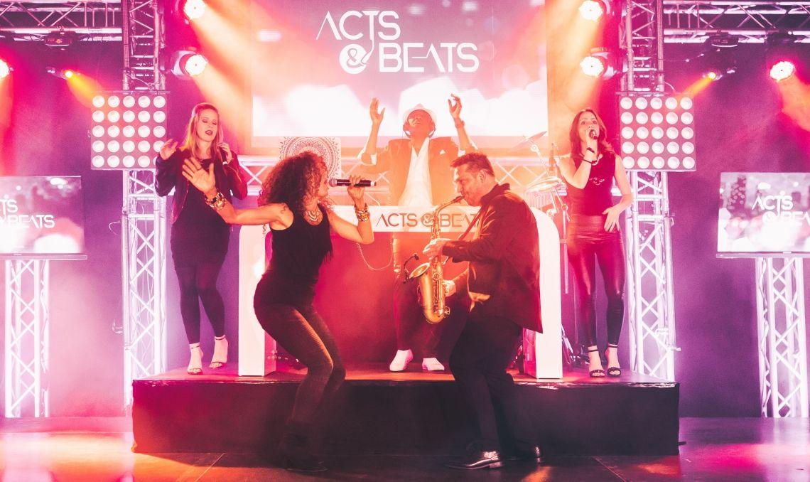 DJ Plus Musiker und Band Live Musiker Konzept von ACTS & BEATS aus NRW Das Moderne DJ Plus Musiker und Band Live Musiker Konzept von ACTS & BEATS aus NRW für Ihre Hochzeit, Geburtstag, Messe Event und Firmenfeier in NRW, Hessen, Bayern und deutschlandweit. DJ Plus Sängerin und Saxophon und weiteren Musikern jetzt für Ihre Feier buchen. Ihr DJ PLUS Agentur Team von ACTS & BEATS.